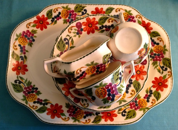 Wouldn't a full set of this pattern be wonderful on your Thanksgiving table?