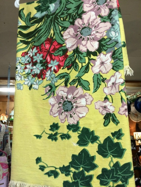 fantastic 1950s fabric or vintage tablecloth