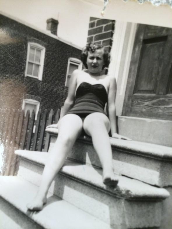 1950s pinup pose