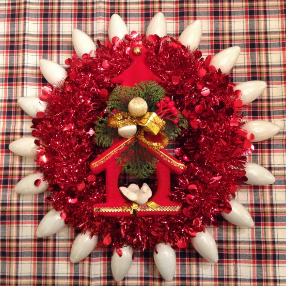 red christmas wreath with white vintage lamps